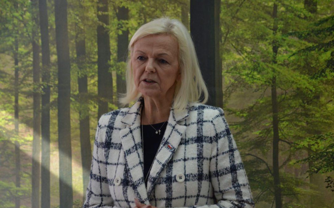 Minister Bożena Borys-Szopa z wizytą w szpitalu