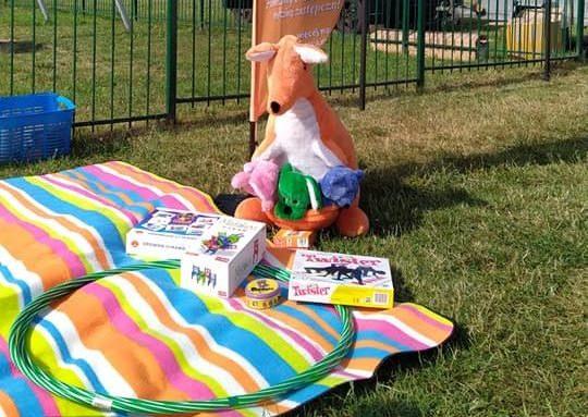maskotka kangur oraz materiały promocyjne