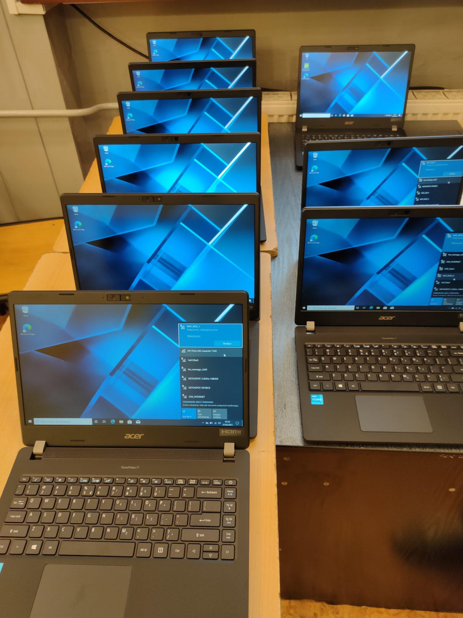 kilkanaście laptopów