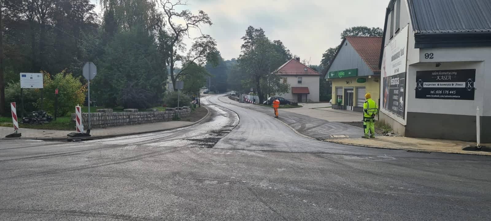 droga, swieżo położony asfalt
