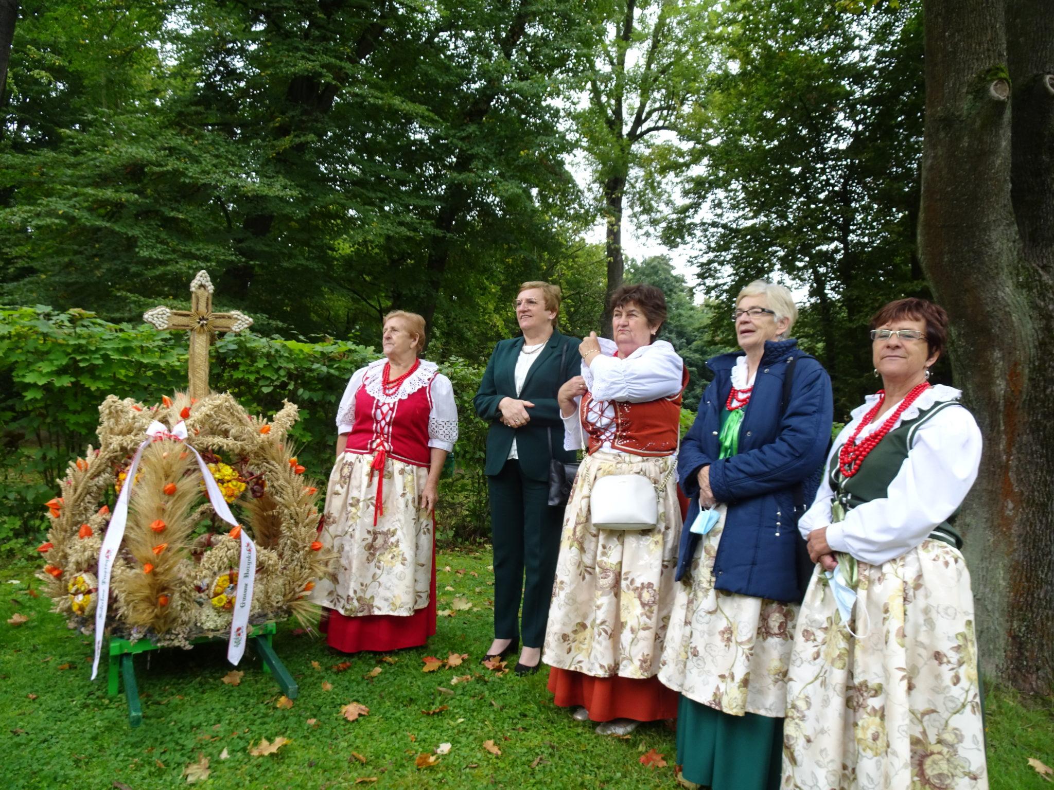 Krystyna Kosmala wraz z paniami z sołectwa Tworóg