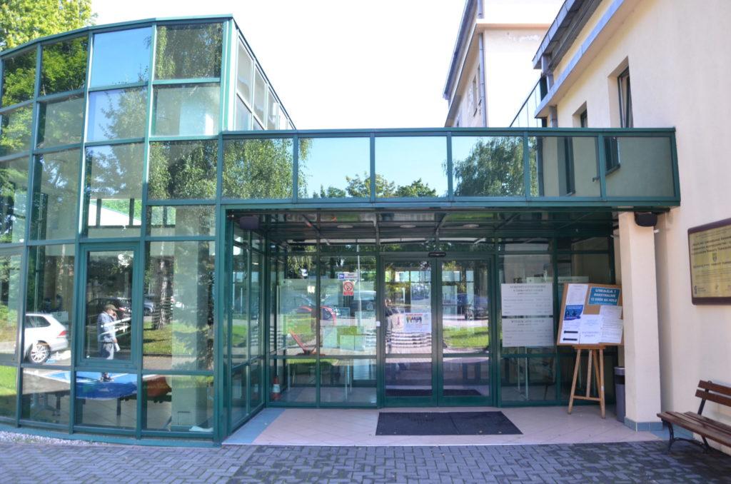 główne wejście do budynku Starostwa Powiatowego w Tarnowskich Górach