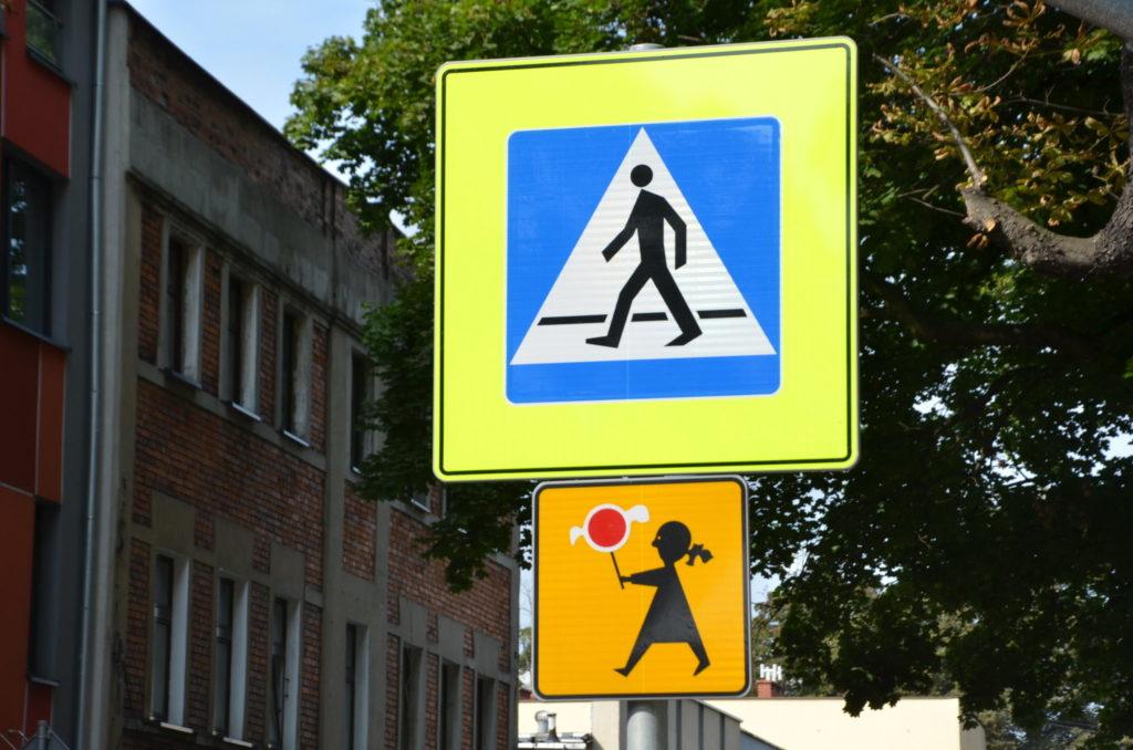 znaki drogowe przejście dla pieszych